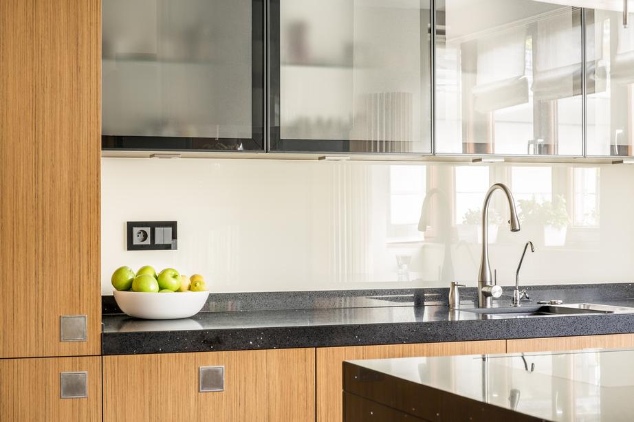 Clean kitchen countertops