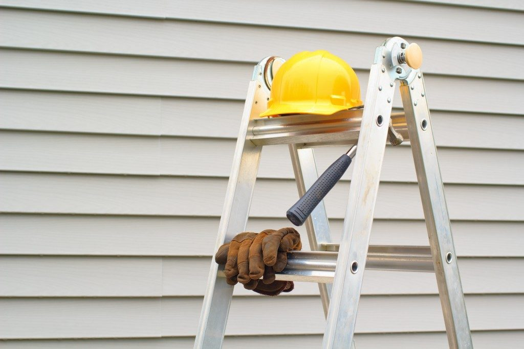 Hardhat and gloves on ladder