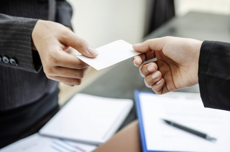 two people exchanging business card