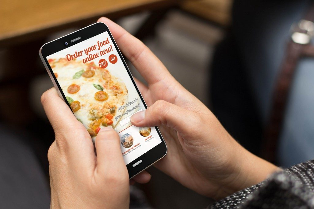 Ordering food online using the smartphone