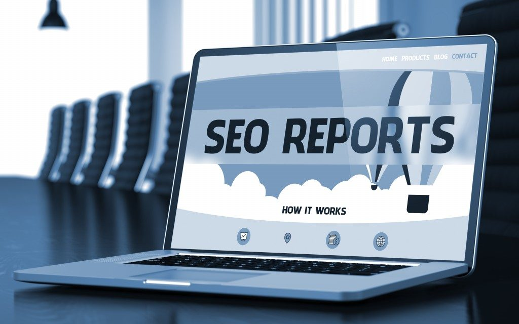 SEO reports on the laptop